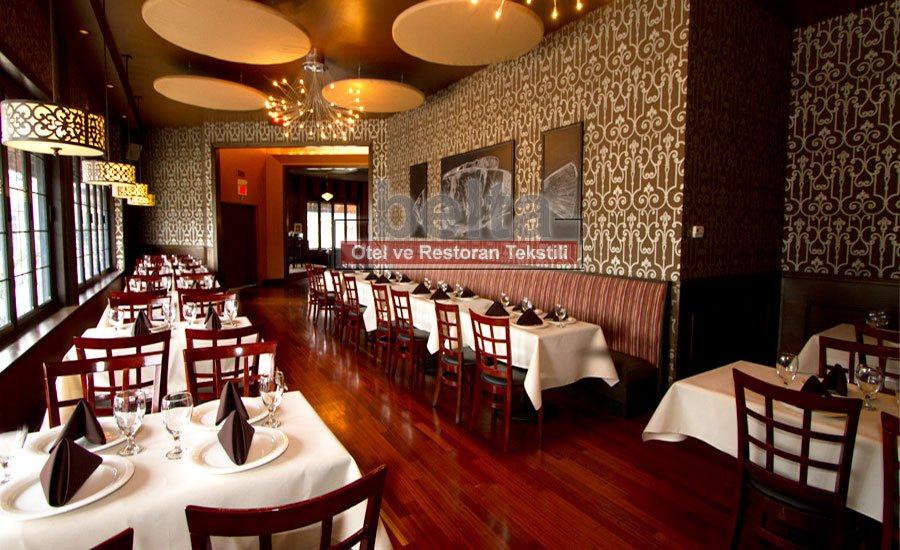 masa örtülü restoran