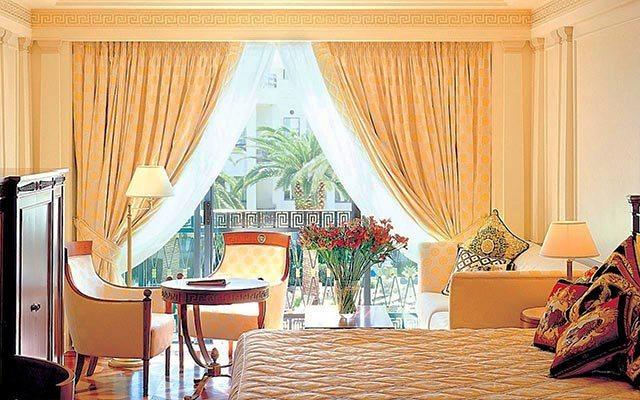 Otel tefrişatı ile yenilenmiş oda